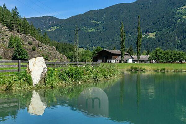 Europa, Österreich, Tirol, Ötztaler Alpen, Ötztal, Blick auf einen Bauernhof unweit des Habicher Sees